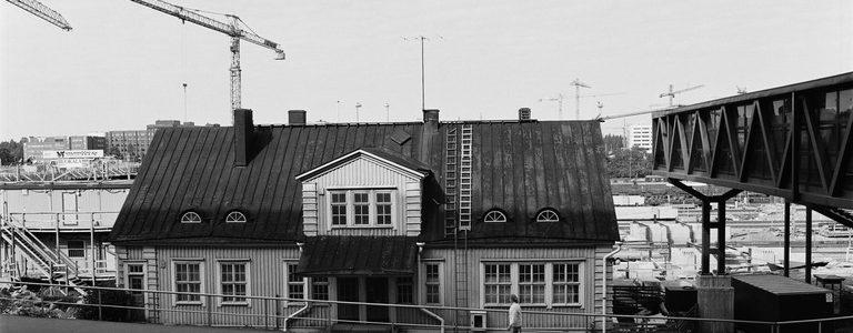 Helsingin vanhat rautatieasemat kuvina
