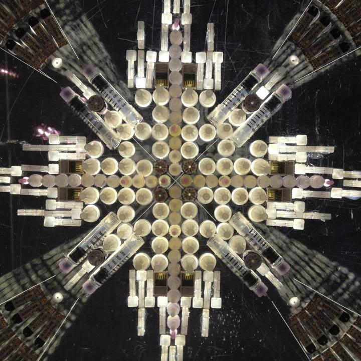 Lux Helsingin pääteos koostuu piikeistä ja ruiskuista