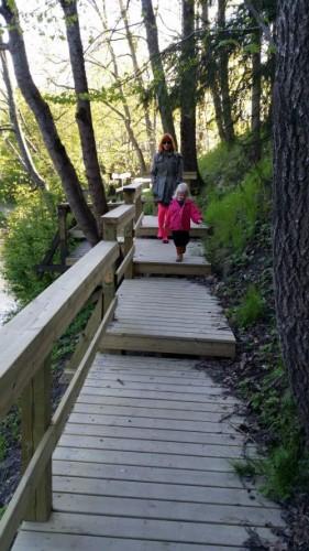 Suvannon ympäristöön on rakennettu siltoja ja polkuja.