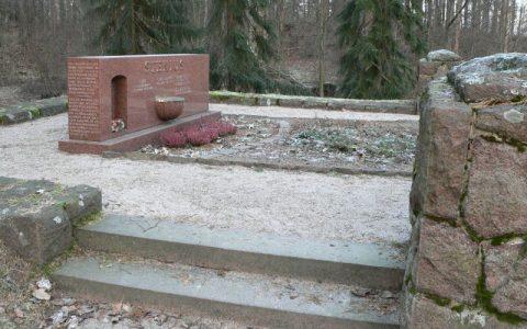 Erikoisia nähtävyyksiä: Sigurd Steniuksen hauta Munkkiniemessä